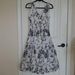 Van Heusen white printed dress Size 4